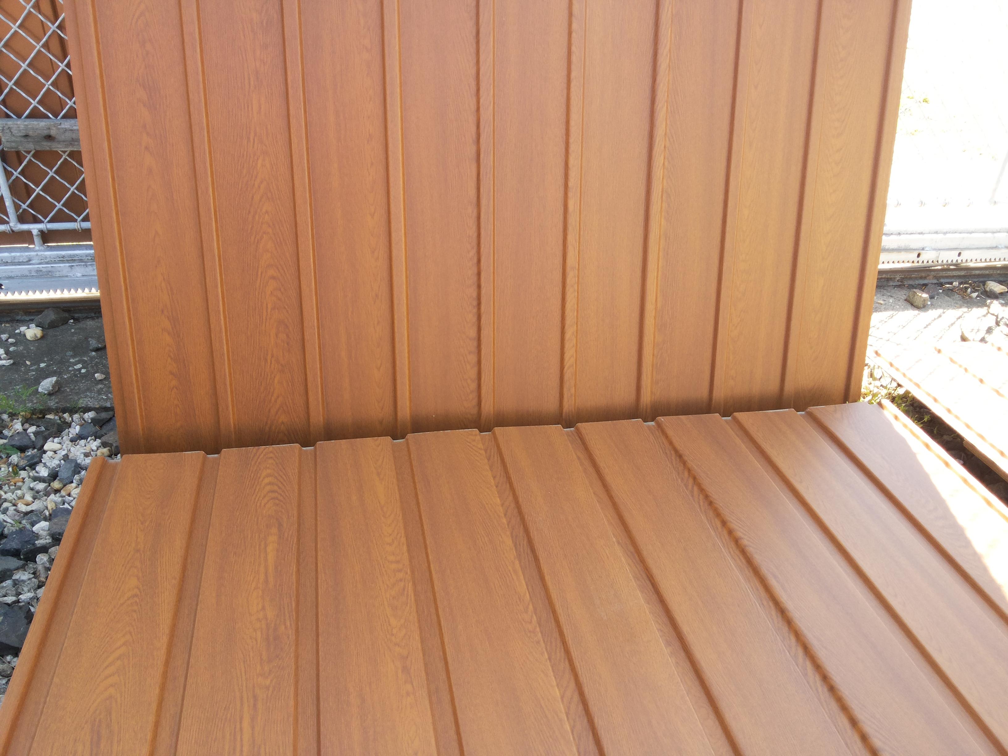 Kétoldali famintás trapézlemez  Aranytölgy színben